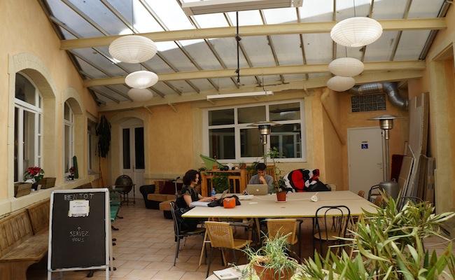 frenchweb tour nancy reportage la poudri re le seul espace de coworking nanc ien. Black Bedroom Furniture Sets. Home Design Ideas