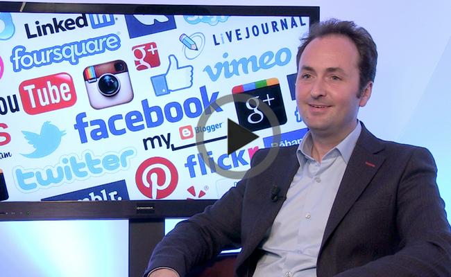 Photo de [Social Media Mag #10] Johan Benoualid, Hootsuite: «les réseaux sociaux suscitent en 2014 les mêmes questions que l'e-mail en 1997»