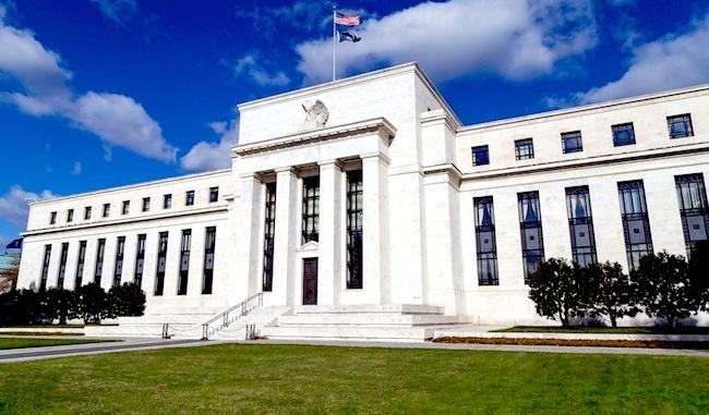 Photo de La Fed pointe des valorisations «très exagérées» : faut-il craindre une nouvelle bulle Internet ?