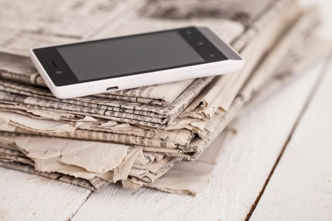 Pile journaux smartphone