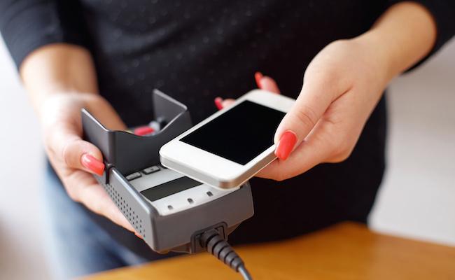 Photo de 5 solutions de paiement mobile sans contact