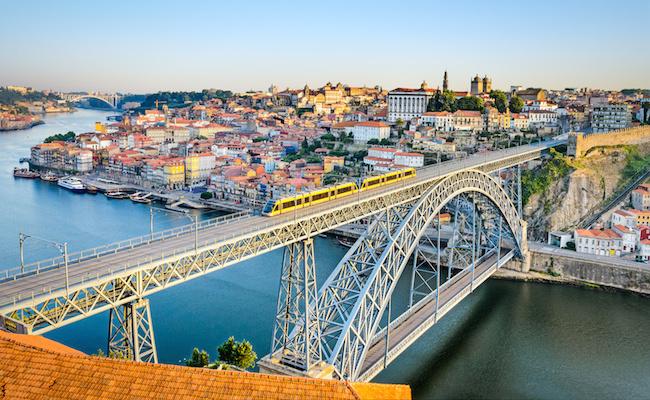 Photo de Altice propose 7 milliards d'euros pour racheter Portugal Telecom. Vodafone et Telefónica aussi interessés