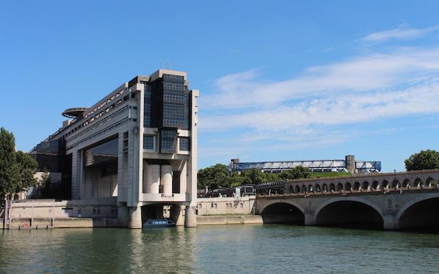 Paris pont de Bercy et Ministère des Finances