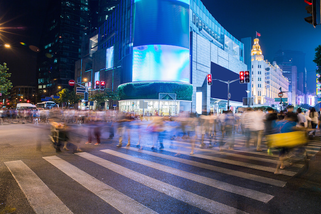 night scenery of the city, crossing at night, burred crowd