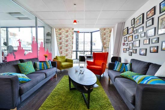 comment travaille la social media manager d 39 airbnb. Black Bedroom Furniture Sets. Home Design Ideas