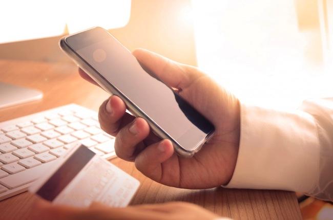 Fotolia-mcommerce-banking-app