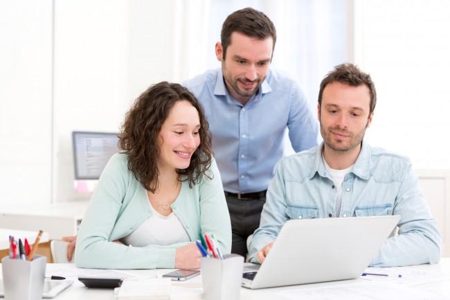 Photo de Les Echos, Frenchweb…: Les 3 offres d'emploi du jour