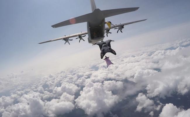 wingsuit-saut-parachute-risque-lancer-altitude