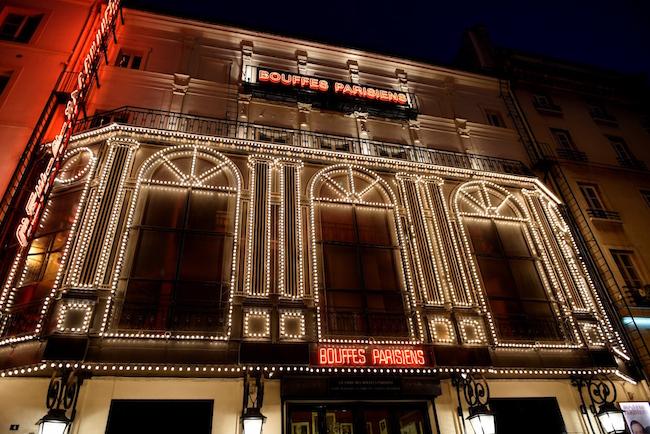 Facade nuit Bouffes Parisiens Evelyne DESAUX
