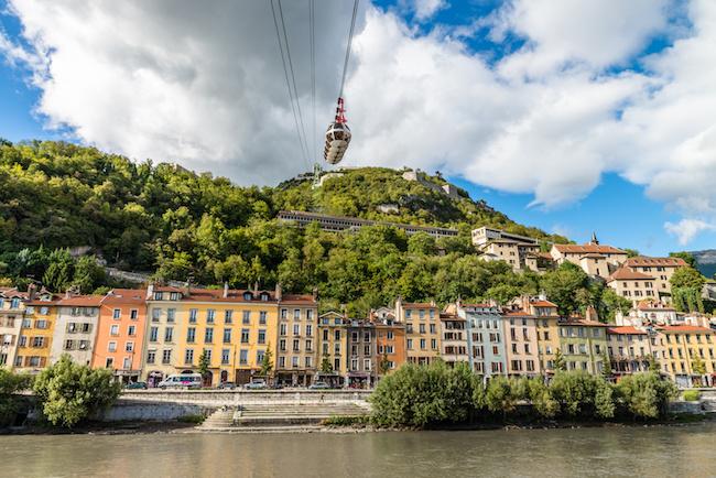 Grenoble - Le tlphrique de la Bastille et le quai Saint Laurent