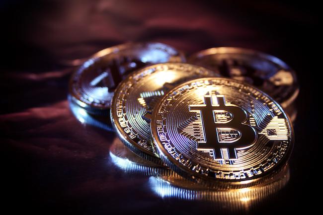 Le bitcoin fonce vers le seuil des 11.000 dollars