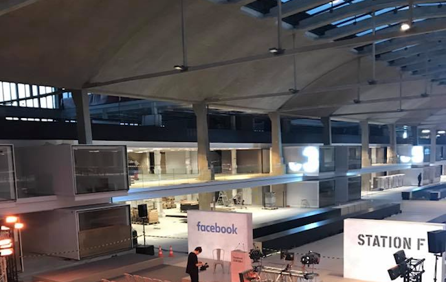 Photo de François Hollande installe sa fondation à Station F