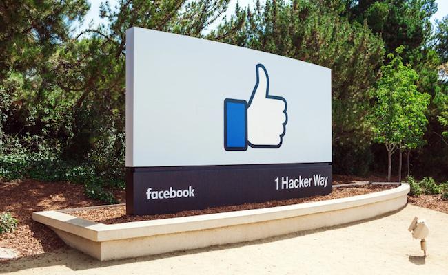 Photo de Facebook teste un bouton downvote pour signaler les commentaires