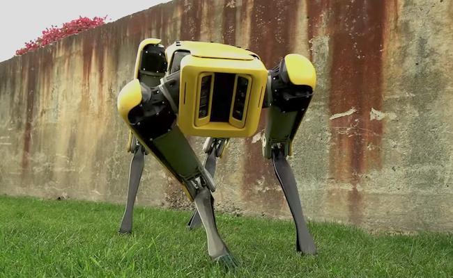 Atlas, le robot de Boston Dynamics, fait à présent des sauts périlleux
