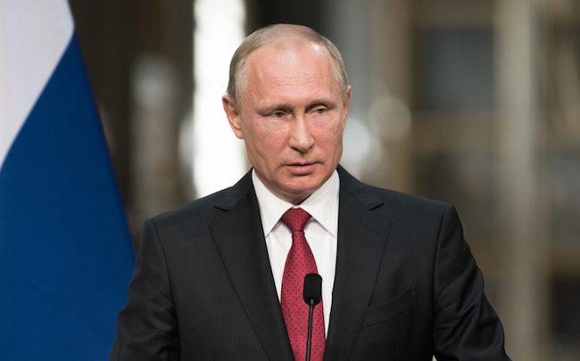 Poutine promulgue une loi pour un