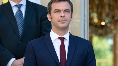 Photo de StopCovid: pourquoi l'association Anticor porte plainte contre le ministre de la Santé Olivier Véran